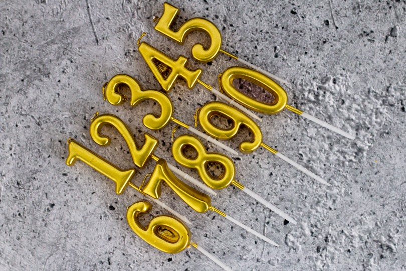 GOLD NUMBERED CANDLES